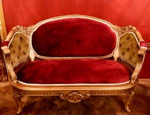 王妃が座るソファ